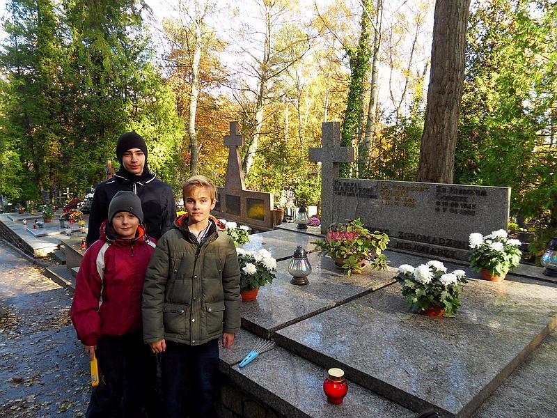 2016-10-29 Sprzątanie grobu Księży Misjonarzy wSopocie