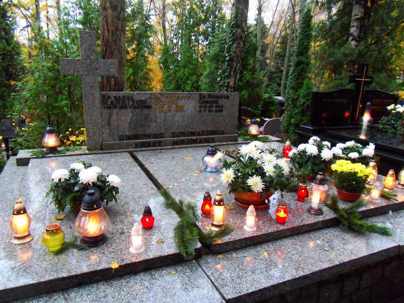 2016-11-01 Dziękujemy zaodwiedziny grobu Księży Misjonarzy