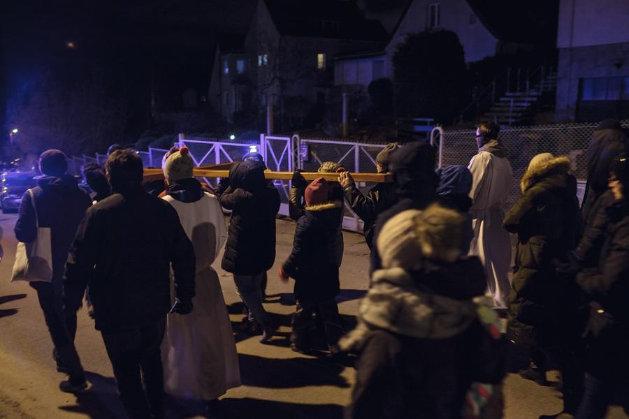 Droga Krzyżowa ulicy - procesja, uczestnicy