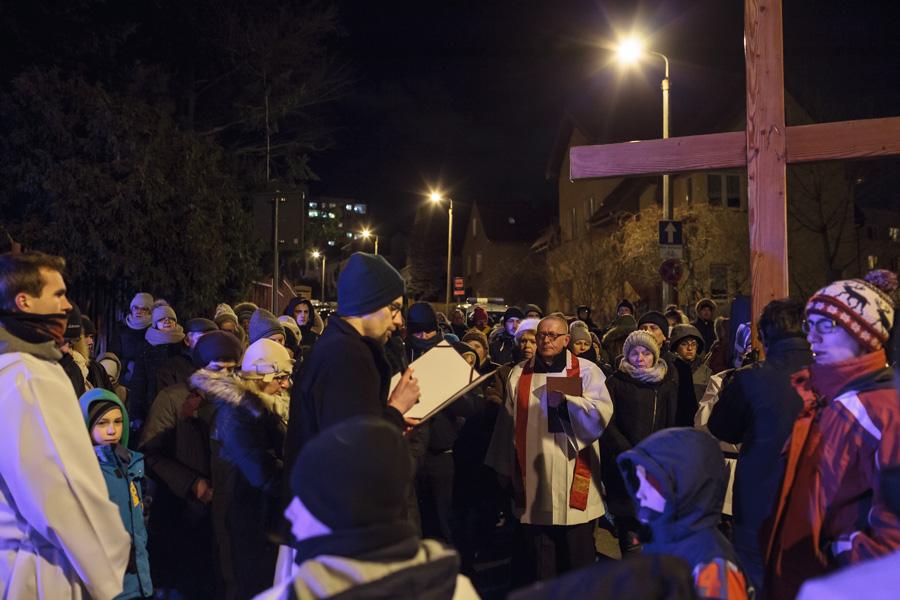 Droga Krzyżowa ulicy - procesja, stacja naroku Kujawskiej iMazowieckiej