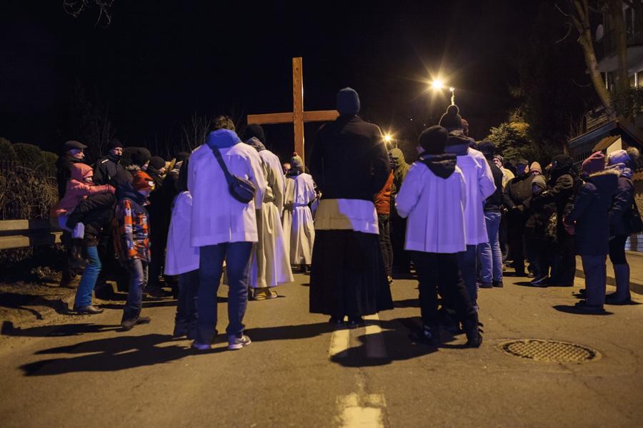 Droga Krzyżowa ulicami dzielnicy - procesja
