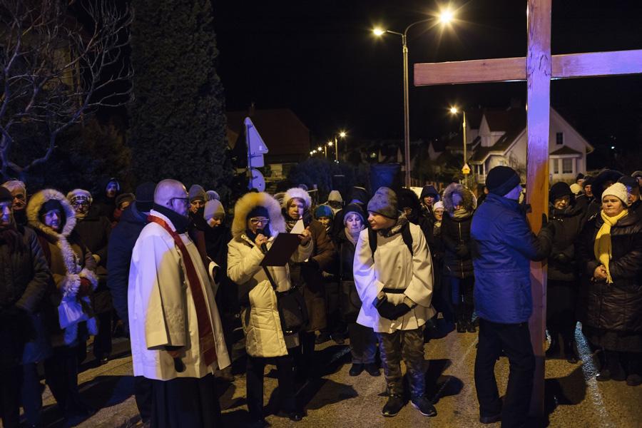 Droga Krzyżowa ulicami dzielnicy - stacja Sopot, ul.Małopolska